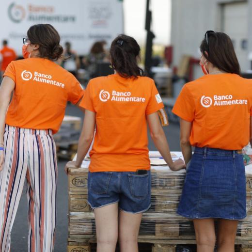 Festa nella Nuova Casa del Banco Alimentare CS - ragazze schiena